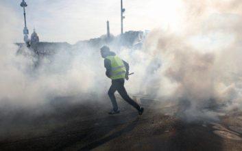 Συγκρούσεις, δακρυγόνα και λεηλασίες σε κινητοποίηση των «κίτρινων γιλέκων»