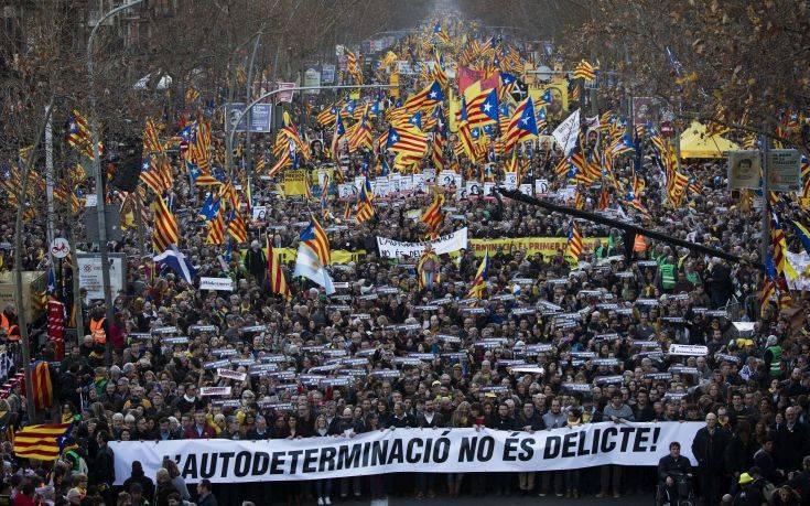 Γέμισαν διαδηλωτές υπέρ της ανεξαρτησίας της Καταλονίας οι δρόμοι της Βαρκελώνης