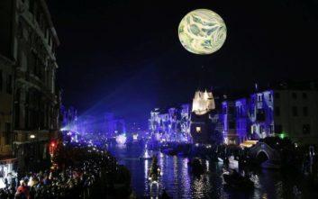 Φώτα και χρώματα στην εντυπωσιακή έναρξη του καρναβαλιού στη Βενετία