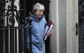 Καθυστέρηση για το Brexit θα ζητήσει η Μέι από τον Τουσκ