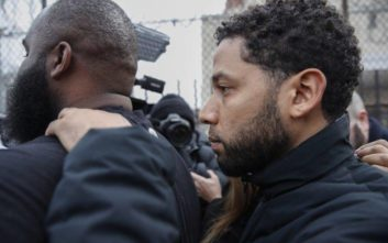 Απαλλάχθηκε ο ηθοποιός που κατηγορήθηκε ότι «σκηνοθέτησε» ρατσιστική επίθεση