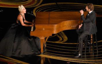 Αποθεώθηκαν Lady Gaga και Bradley Cooper τραγουδώντας το «Shallow»