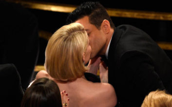 Το παθιασμένο φιλί του Ράμι Μάλεκ στη σύντροφό του και το «κακό μάτι»