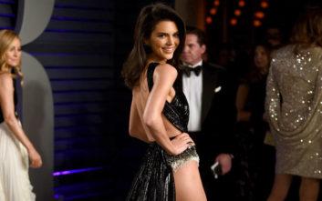 Η αποκαλυπτική εμφάνιση της Kendall Jenner στο πάρτι των Όσκαρ