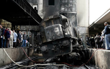 Συγκλονιστικές εικόνες από την σιδηροδρομική τραγωδία στο Κάιρο