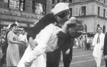 «Έφυγε» ο ναύτης που έδωσε το περίφημο «φιλί της Times Square»
