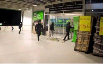 Ο Ρουβίκωνας πίσω από την επίθεση στο κατάστημα στη Λεωφόρο Κηφισίας