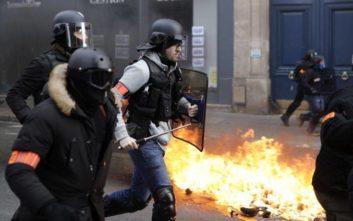 Γάλλοι φωτορεπόρτερ καταγγέλλουν επίθεση αστυνομικών σε διαδήλωση των «κίτρινων γιλέκων»