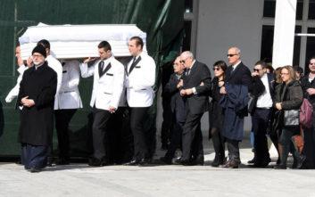 Θλίψη στην κηδεία της νεαρής ηθοποιού, Νίκης Λειβαδάρη