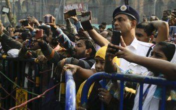 Περισσότεροι από 100 άνθρωποι πέθαναν από νοθευμένο αλκοόλ στην Ινδία
