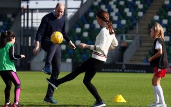Πρίγκιπας Ουίλιαμ και Κέιτ Μίντλετον έπαιξαν… μεγάλη μπάλα