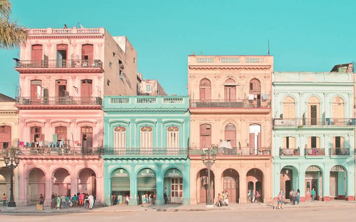 Ένα φωτογραφικό ταξίδι στην Κούβα με την αισθητική της ταινίας The Grand Budapest Hotel