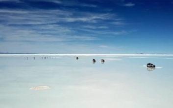 Έρημος από αλάτι πλημμύρισε και μοιάζει με… γιγάντιο καθρέφτη