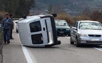 Αυτοκίνητο ανατράπηκε και ο οδηγός βγήκε σώος