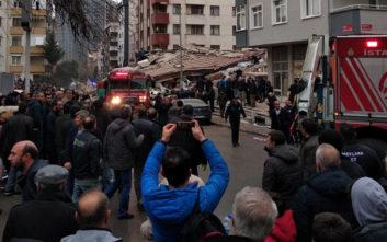 Τουλάχιστον ένας νεκρός στα συντρίμμια του πολυώροφου κτιρίου στην Κωνσταντινούπολη