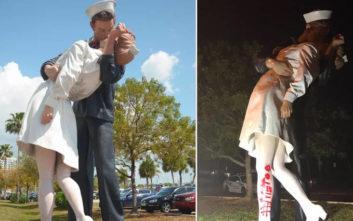 Βανδαλίστηκε το άγαλμα με το διάσημο φιλί του ναύτη στην Times Square