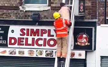 Πυροσβέστες έσωσαν γυμνό άνδρα από οίκο ανοχής που πήρε φωτιά