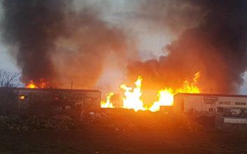 Ολοκληρωτική η καταστροφή στο εργοστάσιο ξυλείας στη Λάρισα από την φωτιά