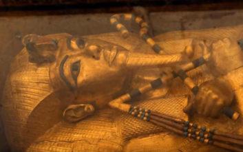 Το πρόσωπο και τα πόδια της μούμιας του Φαραώ Τουταγχαμών
