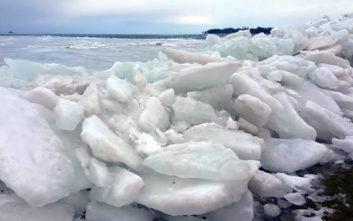 Εντυπωσιακό τσουνάμι πάγου καταγράφηκε σε βίντεο