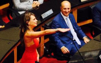 Βραζιλιάνα βουλευτής «βάζει φωτιά» με το ντεκολτέ της