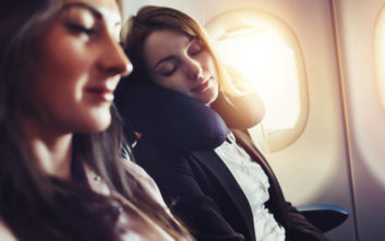 Πώς να κοιμηθείτε άνετα σε ένα αεροπλάνο