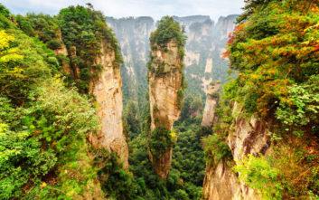 Ταξίδι στις «ουράνιες στήλες» της Κίνας