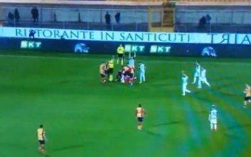 Σοκαριστικός τραυματισμός και διακοπή ποδοσφαιρικού αγώνα στην Ιταλία