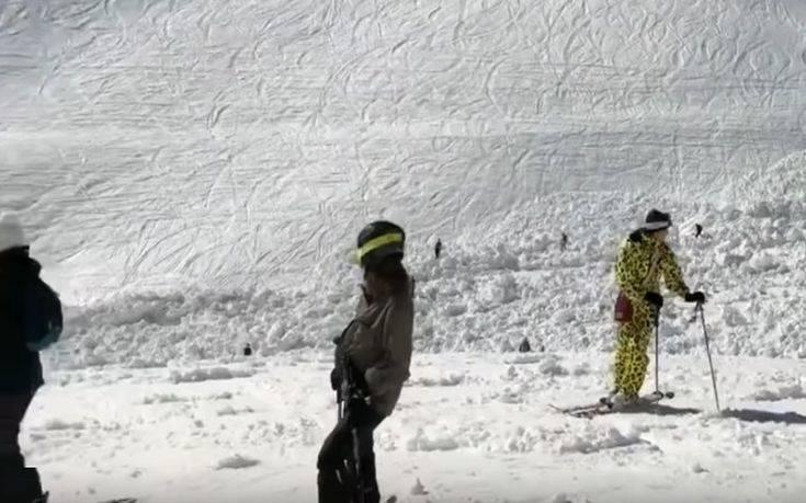 Σταματούν οι έρευνες για εγκλωβισμένους σκιέρ στην Ελβετία