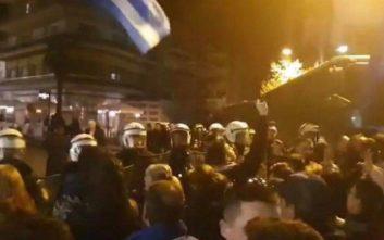 Διαδηλωτές αποδοκίμασαν τον Τζανακόπουλο στην Κατερίνη