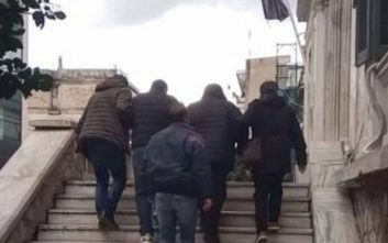Προφυλακιστέοι οι τρεις κατηγορούμενοι για τη ληστεία στον εργολάβο