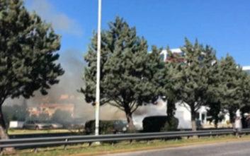 Οι πρώτες εικόνες από τη φωτιά στο πάρκινγκ μετά την ισχυρή έκρηξη