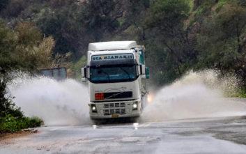Παραμένουν τα σοβαρά προβλήματα στο οδικό δίκτυο του Ρεθύμνου από τις βροχοπτώσεις
