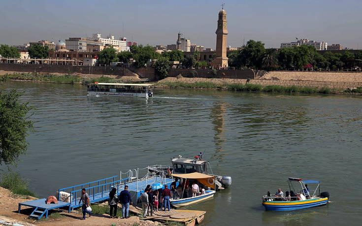 «Καρατομήθηκε» ο κυβερνήτης της Μοσούλης μετά το πολύνεκρο ναυάγιο