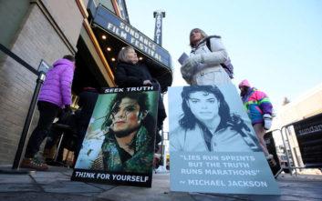 Η αποκαθήλωση του Μάικλ Τζάκσον και το ηθικό δίλημμα για τη ζωή και το έργο ενός καλλιτέχνη