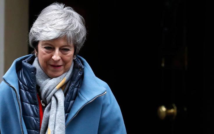 Brexit: Κοινοβουλευτική ψηφοφορία για δεύτερο δημοψήφισμα θα ζητήσει η Μέι