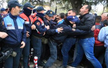 Νέες συγκρούσεις έξω από τη Βουλή της Αλβανίας