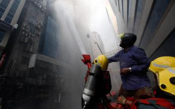 Μεγαλώνει η λίστα των νεκρών από τη φωτιά σε πολυώροφο κτίριο στο Μπανγκλαντές