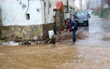 Στο έλεος της κακοκαιρίας και πάλι η Κρήτη, πλημμύρισαν δρόμοι και γεφύρια