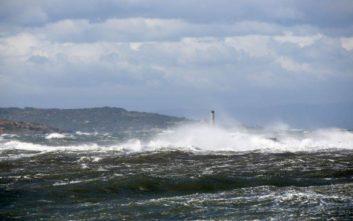 Καιρός: Θυελλώδεις άνεμοι έως εννέα μποφόρ την Παρασκευή
