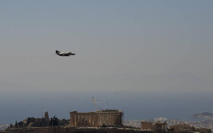 Αεροπλάνα και ελικόπτερα έκαναν πρόβα για την παρέλαση της 25ης Μαρτίου