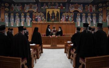 Οι ιεράρχες συγκλίνουν στην «κόκκινη γραμμή» του μισθολογικού του κλήρου