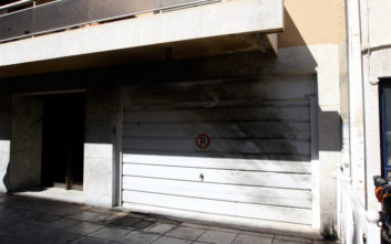 Φωτογραφίες από το σπίτι του Πολάκη μετά την επίθεση με μολότοφ