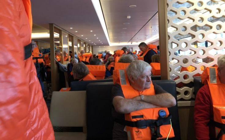 Με αργούς ρυθμούς η εκκένωση του κρουαζιερόπλοιου με τους 1.300 επιβάτες