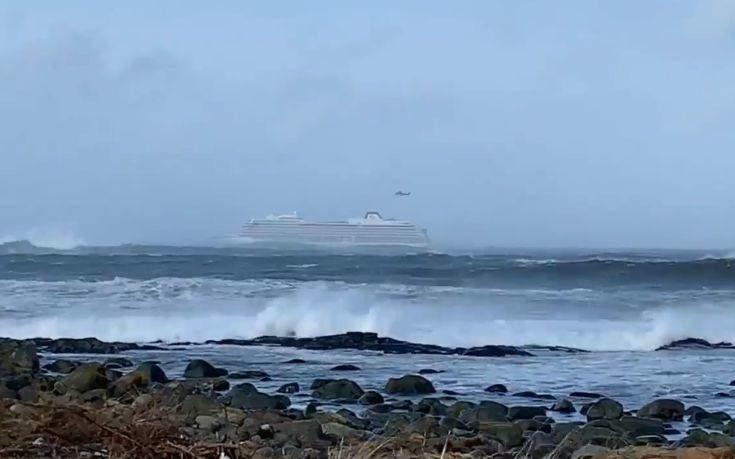 Σε εξέλιξη η μεγάλη επιχείρηση εκκένωσης κρουαζιερόπλοιου με 1.300 επιβάτες