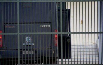 Ένταση στις φυλακές Αυλώνα, κρατούμενοι αρνούνται να μπουν στα κελιά τους