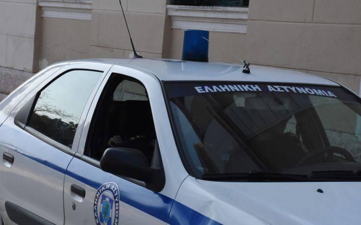 Αστυνομικός υπέστη εγκαύματα όταν έσπασε εν κινήσει το ψυγείο του περιπολικού