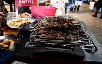 Άνδρας παραλίγο να πνιγεί τρώγοντας κρέας σε ταβέρνα