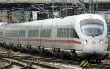 Επιβάτης έσπασε την καμπίνα οδηγού γιατί το τρένο πήγαινε πολύ γρήγορα
