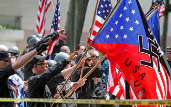Μαθητές χαιρέτησαν ναζιστικά δίπλα σε σβάστικα στην Καλιφόρνια